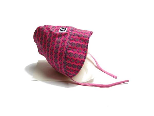 bonnet roze zijkant